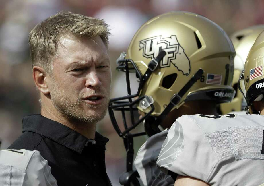 Central Florida head coach Scott Frost talks to his team during the first quarter against South Florida, in Tampa, Fla., on Nov. 26, 2016. Photo: Chris O'Meara /Associated Press / Copyright 2016 The Associated Press. All rights reserved.