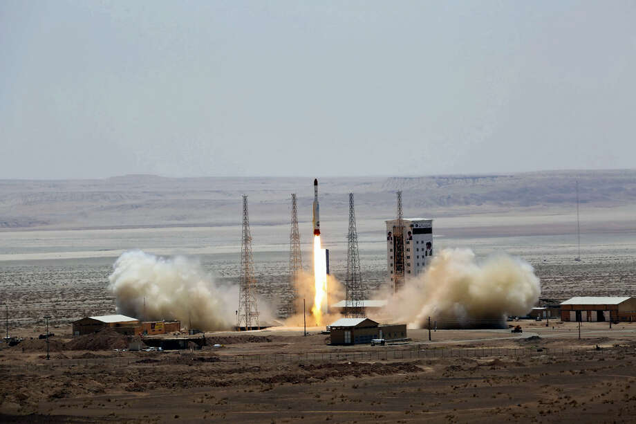 This picture released by the official website of the Iranian Defense Ministry on Thursday, July 27, 2017, claims to show the launching of Simorgh satellite-carrying rocket in an undisclosed location, Iran. Photo: Iranian Defense Ministry Via AP    / Iranian Defense Ministry