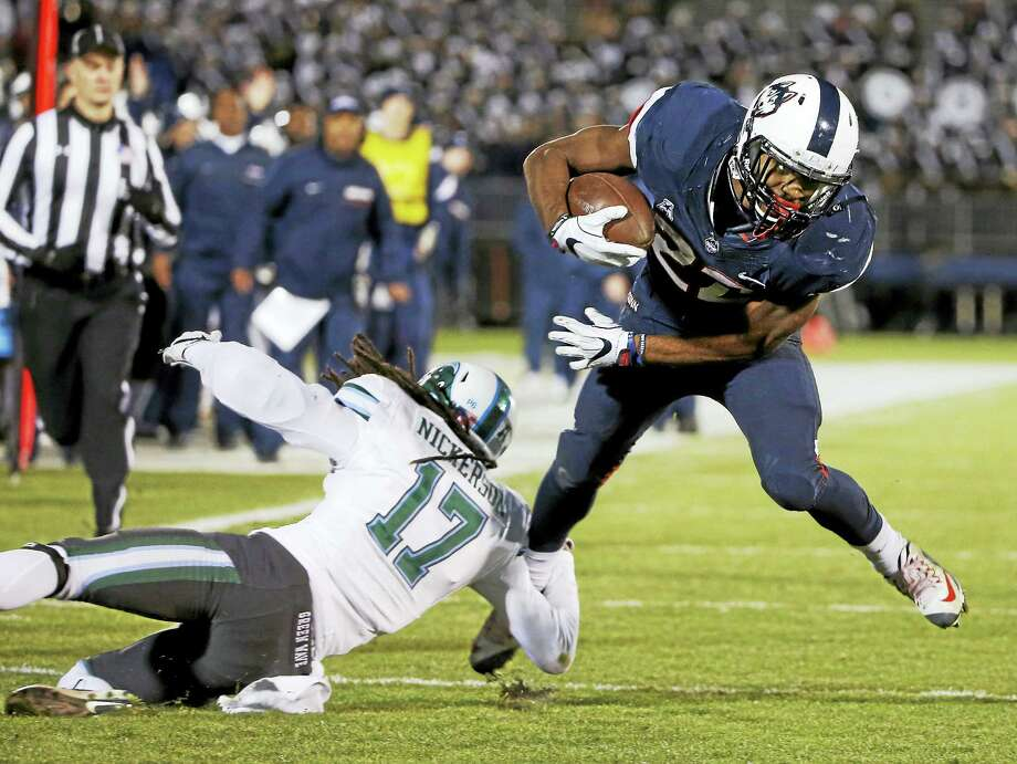 UConn running back Arkeel Newsome (22) breaks a tackle-attempt. Photo: The Associated Press File Photo   / FR158029 AP
