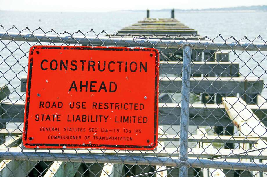 A sign near the fenced-off area at the Fort Nathan Hale Park pier Monday in New Haven. Photo: Esteban L. Hernandez / Hearst Connecticut Media