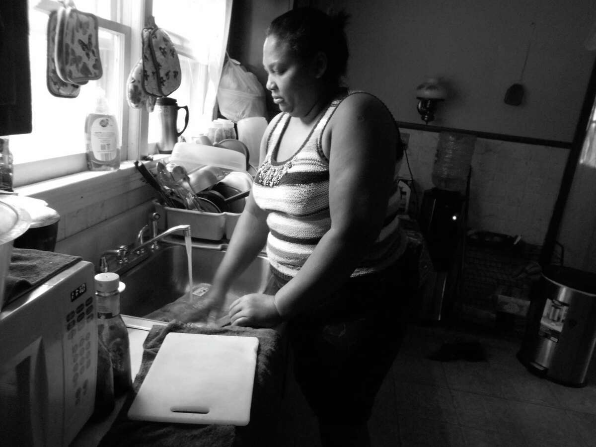 Alexandra Guiterrez Vega, an immigrant from the Dominican Republic, works as a dishwasher. (Photo: Alexandra Guiterrez Vega)