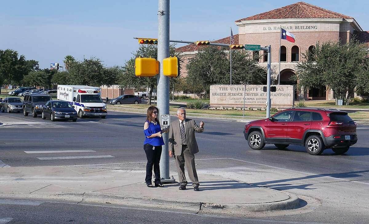 La Regidora Nelly Vielma y el Ingeniero de Tráfico Municipal Roberto Murillo presentaron a los medios la configuración de la avenida Bartlett desde Bustamante hasta Jacaman, el miércoles por la mañana.