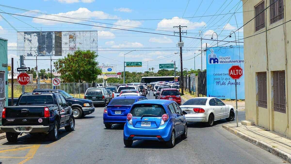 La avenida Santos Degollado que conecta a la ciudad de Nuevo Laredo con el Puente II cerrará el acceso a los automóviles durante las primeras horas del 7 de agosto para comenzar con el proyecto de renvación.