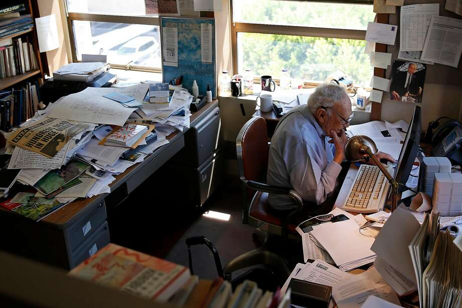 David Perlman, 98, science editor for the San Francisco Chronicle, works on his final science story for the newspaper. Photo: Guy Wathen, The Chronicle