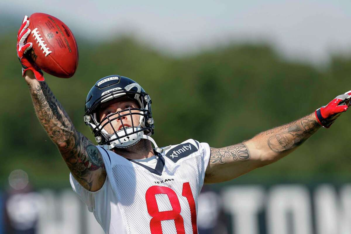 Houston Texans tight end Evan Baylis makes a one-handed catch before practice during training camp at the Greenbrier on Thursday, Aug. 3, 2017, in White Sulphur Springs, W.Va.