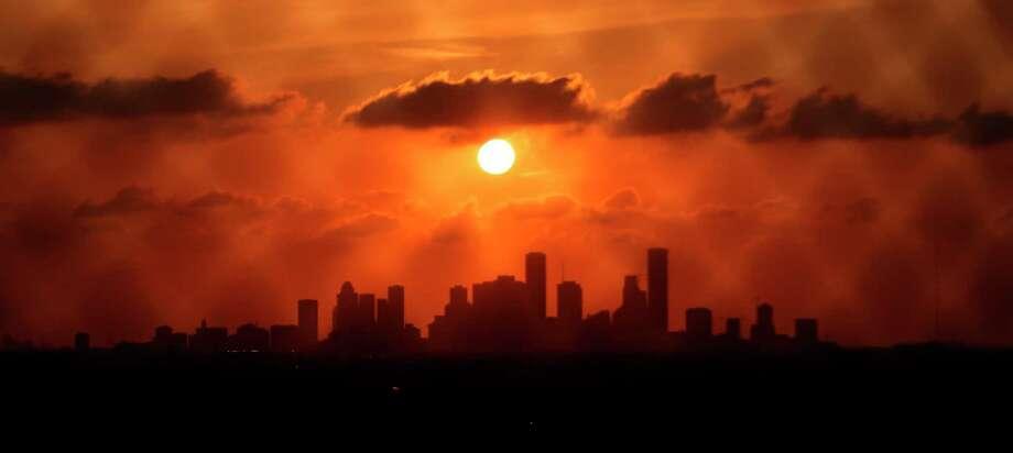 Houston skyline at sunset. ( Mark Mulligan / Houston Chronicle ) Photo: Mark Mulligan, Staff / Stratford Booster Club