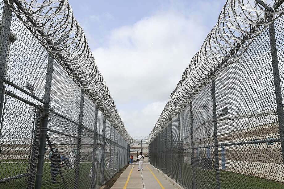 Craig Warner, an attorney for the Texas Department of Criminal Justice, said officials have been working around the clock to prepare for the transfers to eleven facilities around the state, including sending 562 inmates to Travis State Jail in Austin. Photo: San Antonio Express-News File Photo / © 2015 San Antonio Express-News
