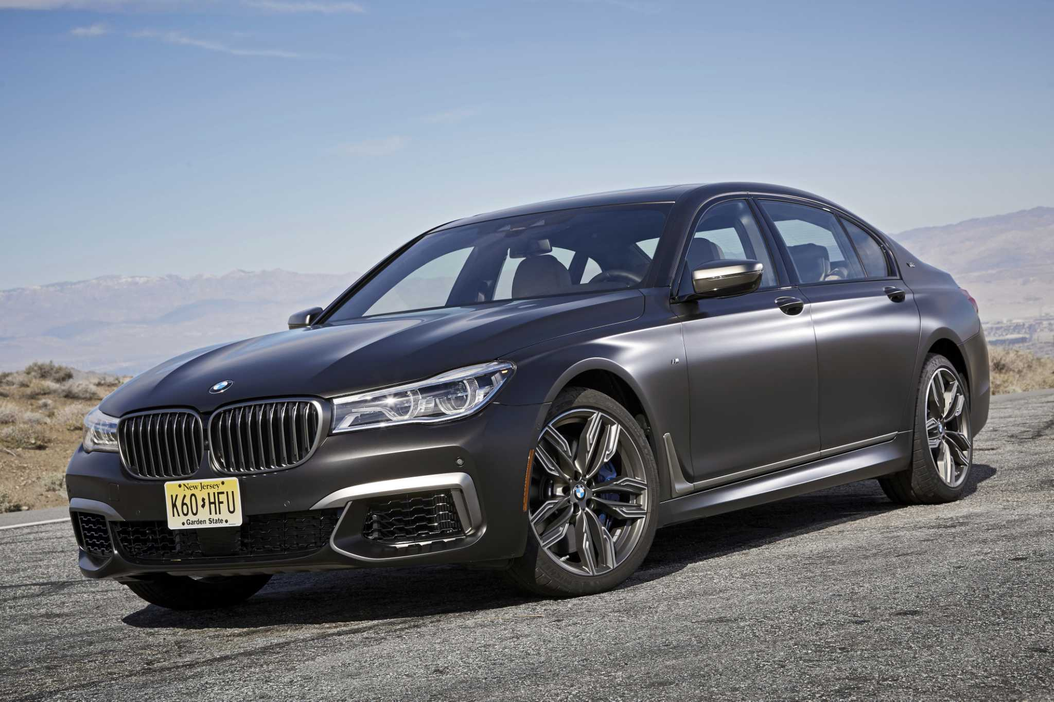 M760i xDrive - BMW cloaks muscle car in a power suit