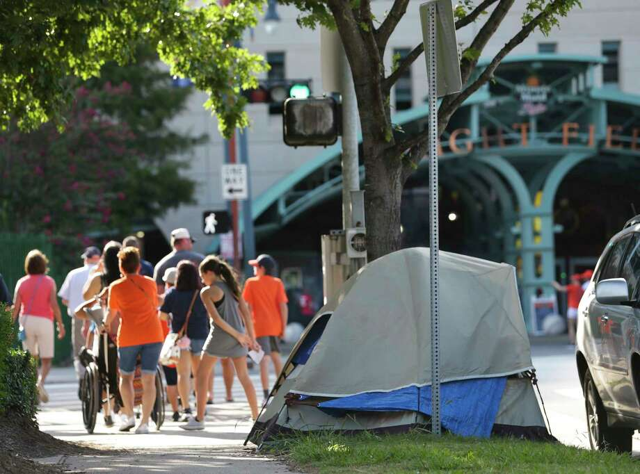 Thousands of Astros fans have walked past Osho's tent. Photo: Yi-Chin Lee, Staff / © 2017  Houston Chronicle
