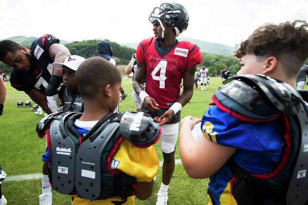 Texans Players Meet With West Virginia Youth Football Teams