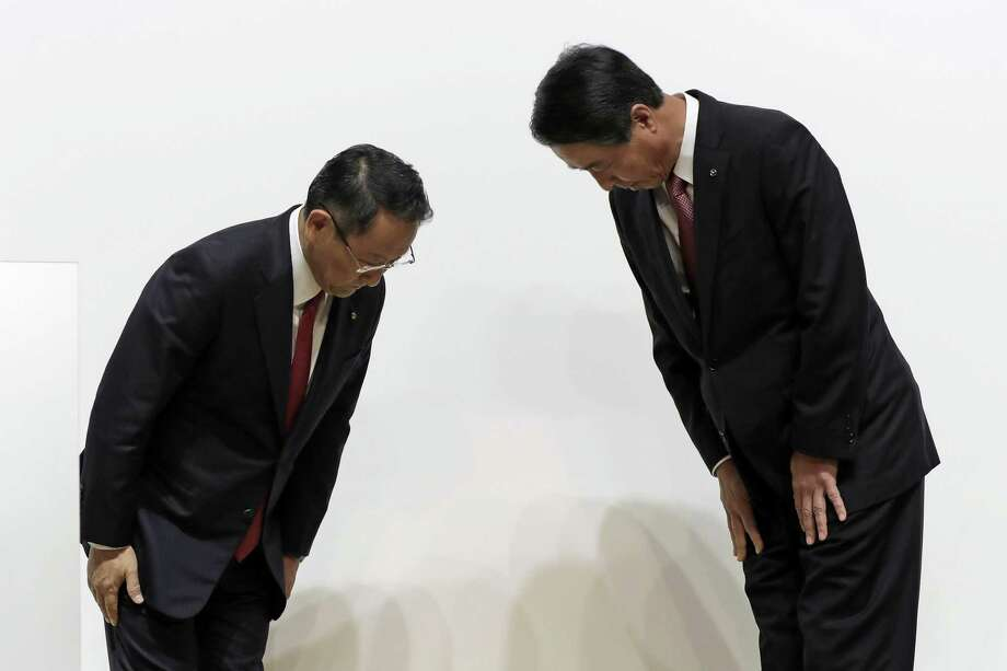 Akio Toyoda, president of Toyota Motor Corp. (left) and Masamichi Kogai, president and chief executive officer of Mazda Motor Corp., bow to each other as they attend a news conference in Tokyo, Japan, on Friday. The companies have agreed to buy stakes in each other and jointly build a $1.6 billion U.S. factory. Photo: Kiyoshi Ota /Bloomberg / © 2017 Bloomberg Finance LP