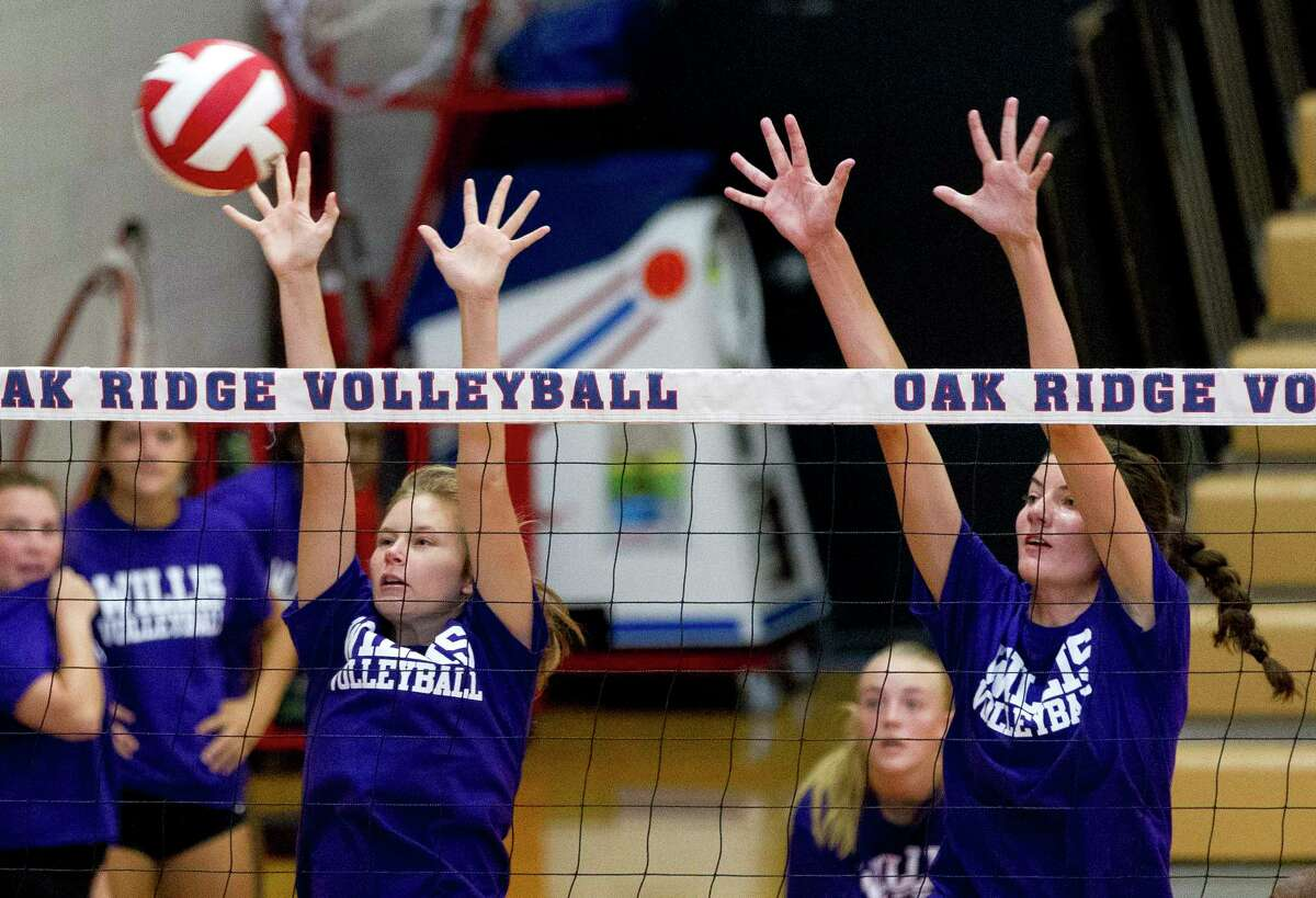 Willis players go up for a block during a high school volleyball scrimmage at Oak Ridge High School, Friday, Aug. 4, 2017.