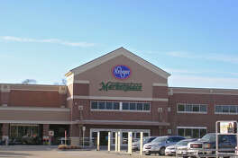 Woodshore Marketplace, a Kroger Marketplace-anchored center developed by Weitzman at the southeast corner of Oyster Creek Drive and Dixie Drive in Clute, is being expanded. The center, which opened in 2016, will have 27,600 square feet of multi-tenant space with the new addition.
