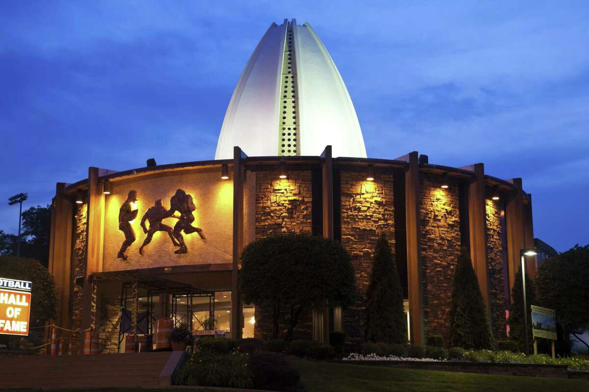 The 2017 football Hall of Fame enshrinment is slated for Saturday evening.