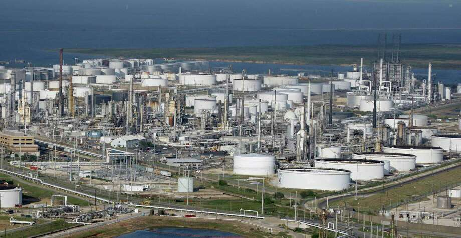Marathon Oil Co. petrochemical facility in Texas City  Photo: David J. Phillip, STF / AP