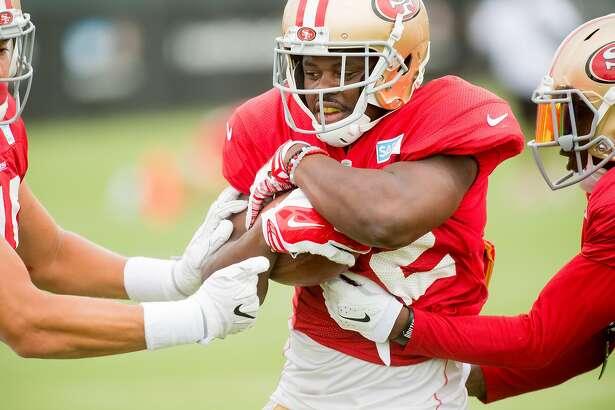 Joe Williams practices with 49ers teammates in Santa Clara, Calif., on Friday, Aug. 4, 2017.