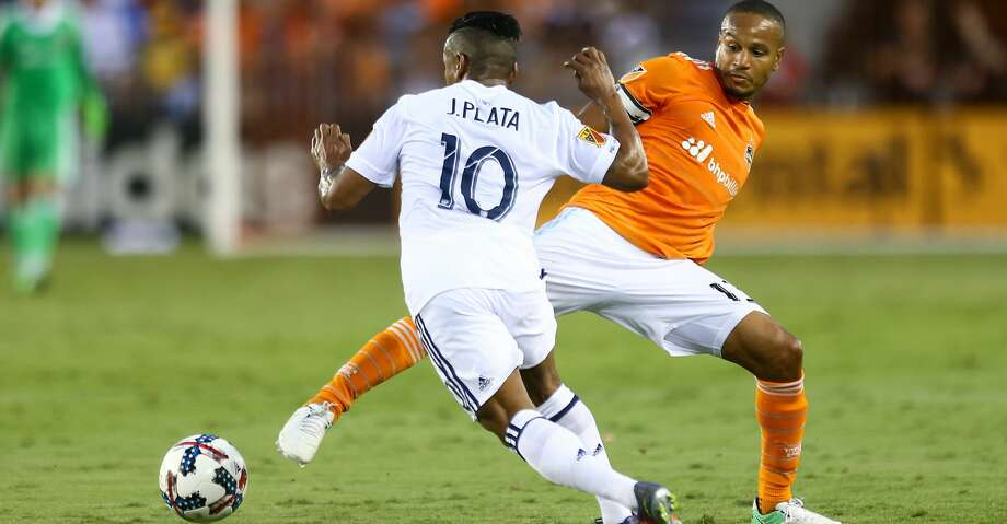 Real Salt Lake forward Joao Plata (10) tries to get past the stretch leg of Houston Dynamo midfielder Ricardo Clark (13) during the first half of the game at BBVA Compass Stadium Wednesday, May 31, 2017, in Houston. ( Godofredo A. Vasquez / Houston Chronicle ) Photo: Godofredo A. Vasquez/Houston Chronicle