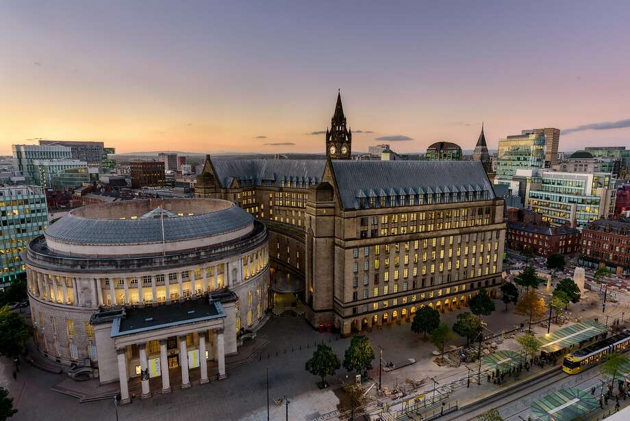 Manchester's circular Central Library and adjacent Town Hall Extension, both from the 1930s, reflect the eclectic architecture of downtown. Photo: Richard John Jones