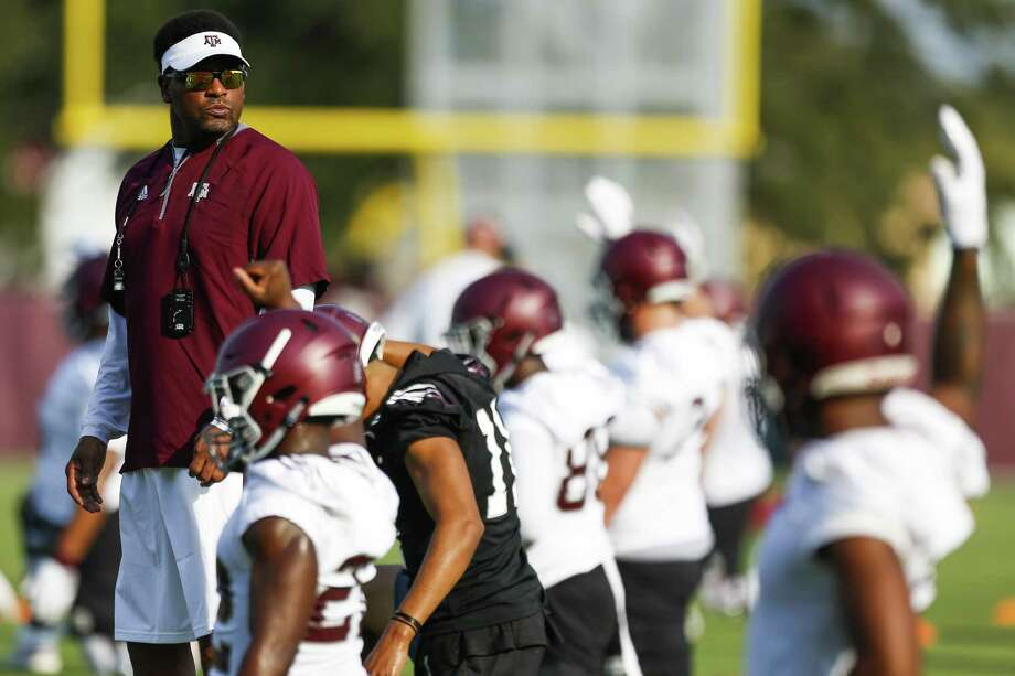 With the departure of DEs Myles Garrett and Daeshon Hall to the NFL, Kevin Sumlin's LB corps may play a bigger role this year. Photo: Michael Ciaglo /Houston Chronicle / Michael Ciaglo