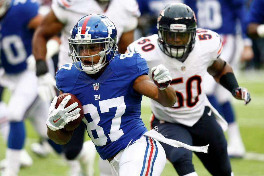 EAST RUTHERFORD, NJ - NOVEMBER 20: Sterling Shepard #87 of the New York Giants runs in front of Jerrell Freeman #50 of the Chicago Bears during their game at MetLife Stadium on November 20, 2016 in East Rutherford, New Jersey. (Photo by Jeff Zelevansky/Getty Images) ORG XMIT: 663931235 Photo: Jeff Zelevansky / 2016 Getty Images