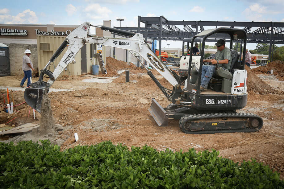 Construction workers continue progress on the Crossroads Shopping Center on Tuesday, Aug. 1, 2017, at the intersection of West Dallas and West Davis streets in Conroe. Photo: Michael Minasi, Staff Photographer / © 2017 Houston Chronicle