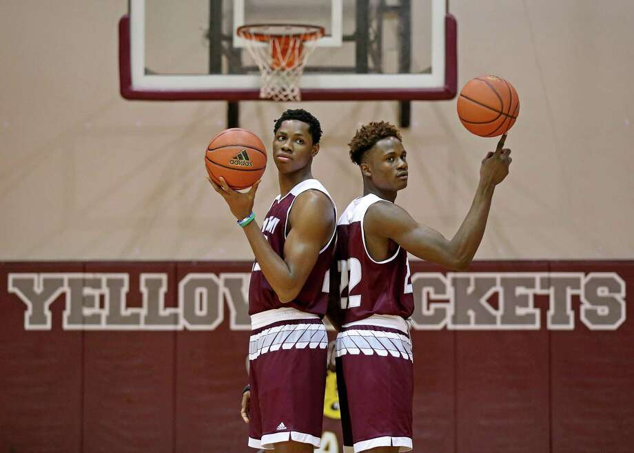St. Anthony basketball players Charles Bassey (left) and Obi Prosper pose for a photos in 2017. Photo: Edward A. Ornelas /San Antonio Express-News / © 2017 San Antonio Express-News