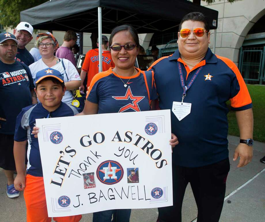PHOTOS: Astros fans flock to Minute Maid Park for Jeff Bagwell bobbleheadAstros fans outside Minute Maid Stadium on Saturday, Aug. 5, 2017, in downtown Houston.Browse through the photos for a look at the fans who showed up to Minute Maid Park early to get a Jeff Bagwell bobblehead. Photo: Annie Mulligan / @ 2017 Annie Mulligan Houston Chronicle