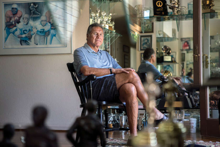 Former Stanford, 49ers and Raiders quarterback Jim Plunkett has struggled with various football related ailments. (LiPo Ching/Bay Area News) Photo: LiPo Ching/Bay Area News, Staff Photojournalist / Bay Area News Group