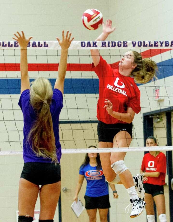 Shae Green of Oak Ridge gets a shot off against Willis during a high school volleyball scrimmage at Oak Ridge High School, Friday, Aug. 4, 2017. Photo: Jason Fochtman, Staff Photographer / © 2017 Houston Chronicle