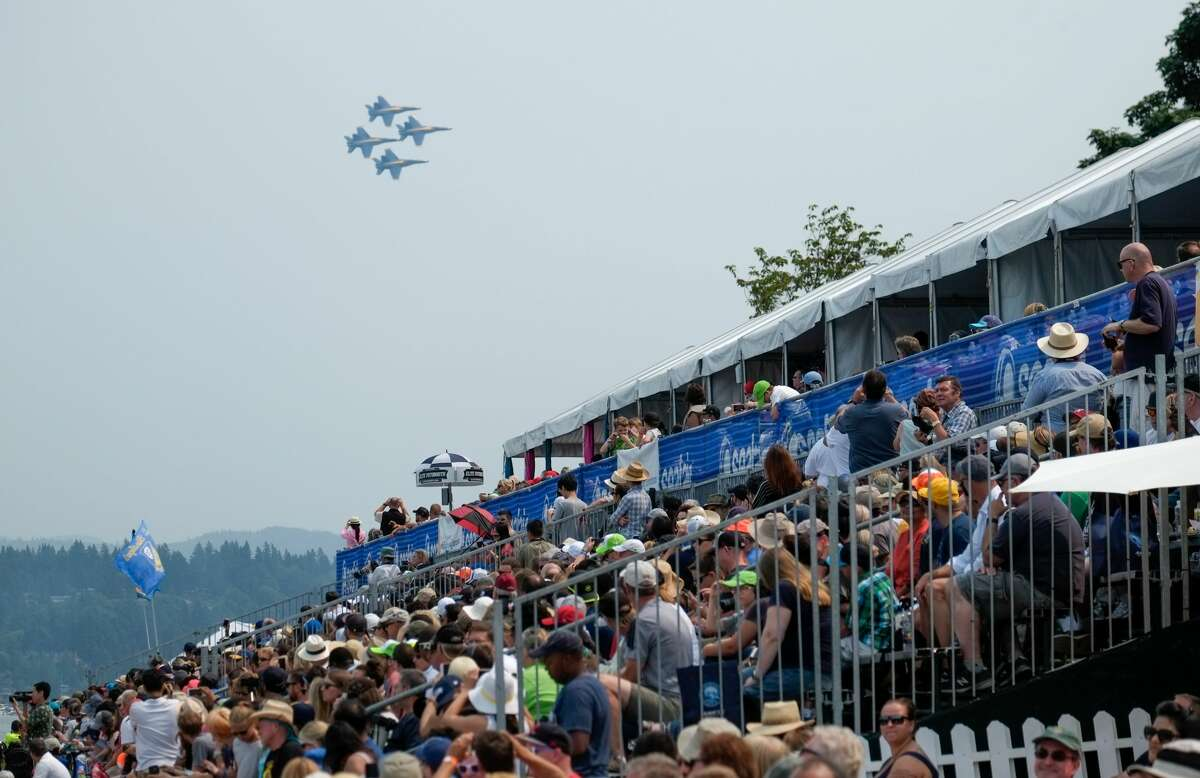 What's the highest speed they fly at? The highest speed at any air show is 700 mph, just shy of Mach 1. That may seem fast, but these plans can actually reach speeds of up to 1,400 mph (and dip as slow as 120 mph).