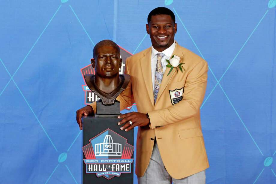 LaDainian Tomlinson, left, poses with a bust of himself during the induction ceremony Saturday at the Pro Football Hall of Fame. Dallas Cowboys owner Jerry Jones, right, also was inducted. Photo: Gene J. Puskar, STF / Copyright 2017 The Associated Press. All rights reserved.
