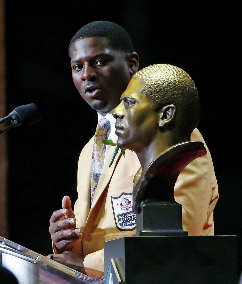 LaDainian Tomlinson speaks next to a bust of him at the Pro Football Hall of Fame inductions Saturday, Aug. 5, 2017, in Canton, Ohio. (AP Photo/Ron Schwane) ORG XMIT: OHGP122 Photo: Ron Schwane / FR78273 AP