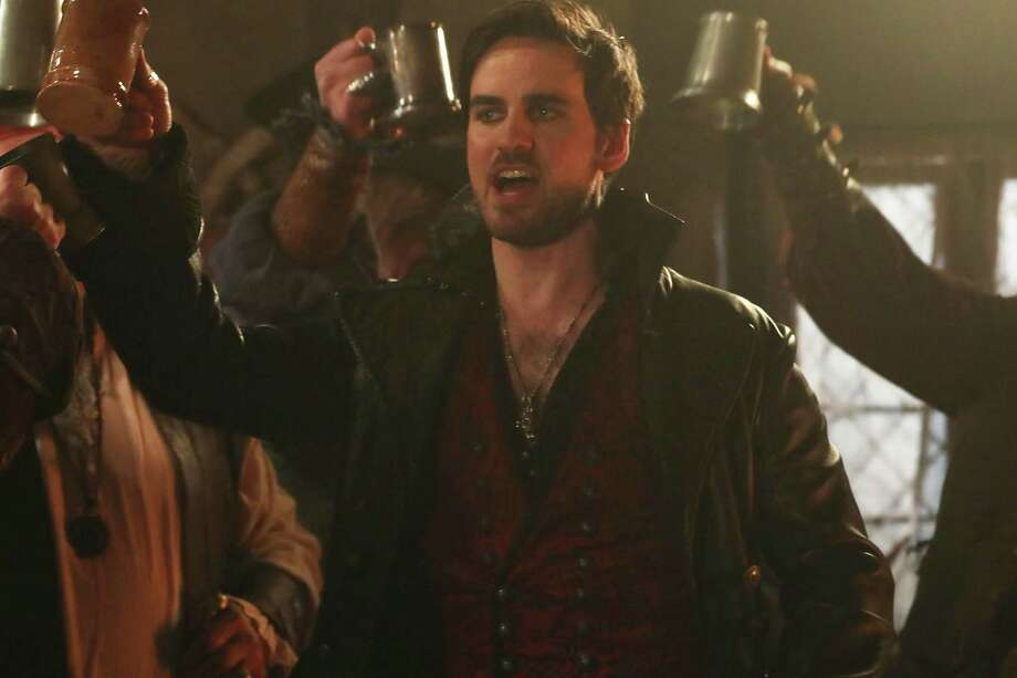 Here's How Hook and Regina Are Different in Season 7