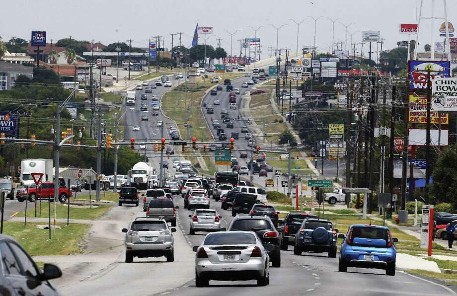 Leon Valley's City Council has approved an ordinance for a red-light camera program on Bandera Road that could start in the fall. The plan has drawn mixed reactions from the general public. Photo: Kin Man Hui /San Antonio Express-News / ©2017 San Antonio Express-News