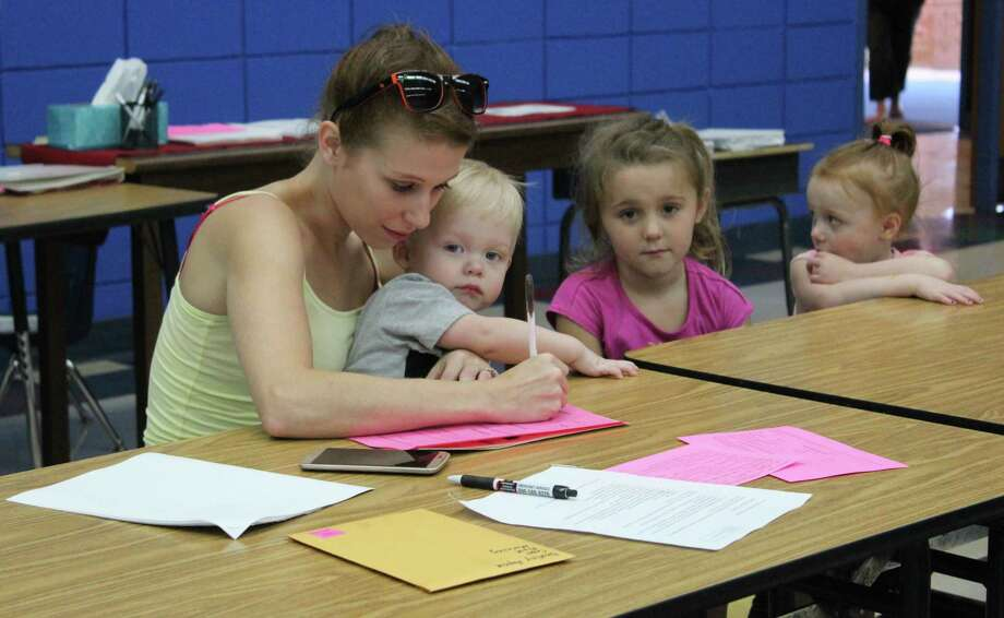 Casey Haynie (left) registers her daughter, Destiny Haynie (second from right) for the 2017-2018 school year at the Shepherd Primary campus on Aug. 4. Also pictured  are Caleb and Madison Haynie. Photo: Jacob McAdams