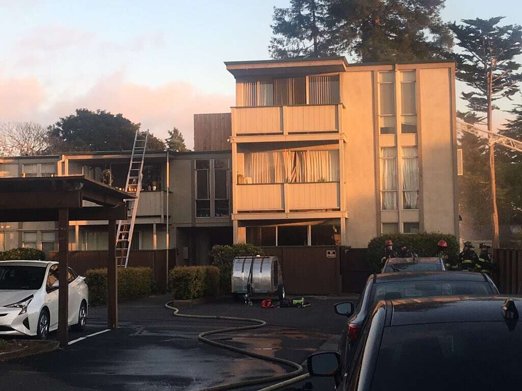 Apartment Building Berkeley berkeley firefighters contain blaze at apartment building - sfgate