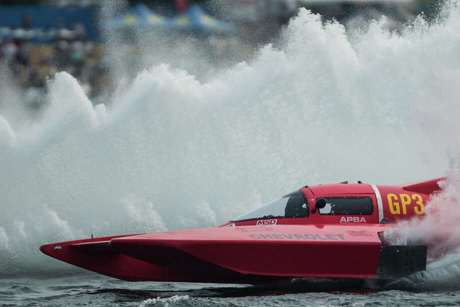 A hydroplane rips across Lake Washington during the Grand Prix World Hydroplane final on the last day of Seafair, Sunday, Aug. 6, 2017. Photo: GRANT HINDSLEY, SEATTLEPI.COM / SEATTLEPI.COM