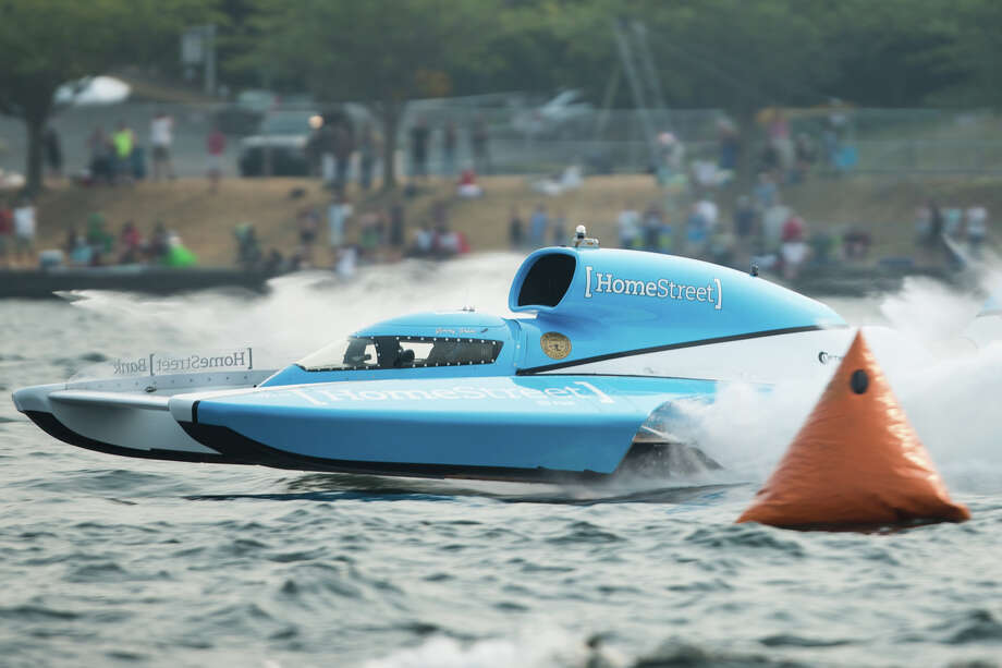 Jimmy Shane in the winning HomeStreet Bank H1 Unlimited hydroplane boat rounds a turn on the last day of Seafair, Sunday, Aug. 6, 2017. Photo: GRANT HINDSLEY, SEATTLEPI.COM / SEATTLEPI.COM