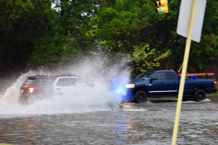 Heavy rain and thunderstorms hit San Antonio amid a flash flood warning issued for Bexar County on Monday, Aug. 8, 2017. Photo: Cory Heikkila / San Antonio Express-News