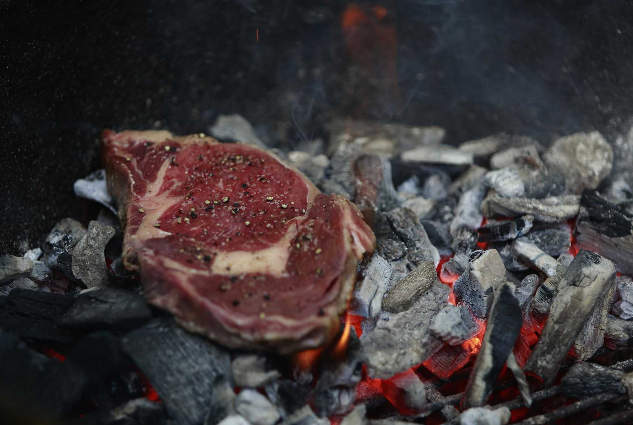 Caveman Style : Cook your steaks caveman style directly on the coals san