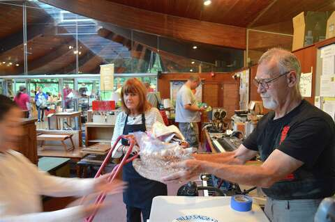 In pictures: Unitarian tag sale draws crowds - Westport News