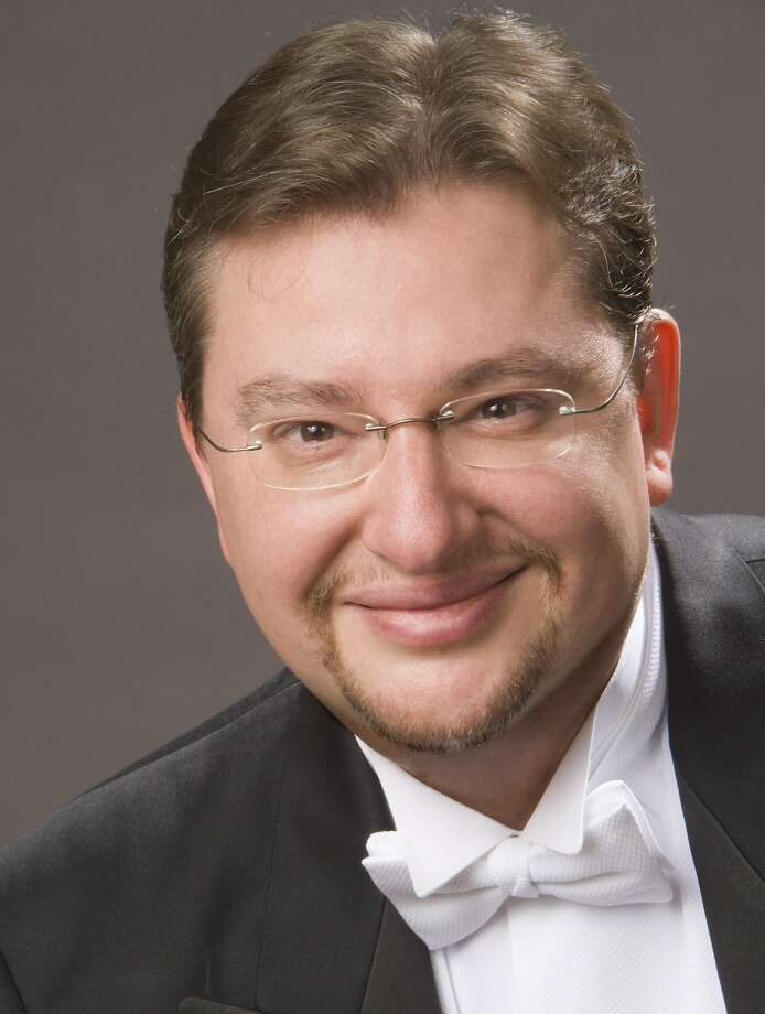Antony Walker conducts the Merola Opera Program Grand Finale. Photo: Christian Steiner