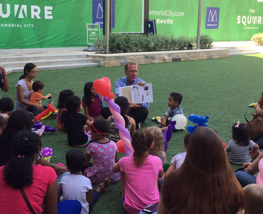Neil Bush, chairman ofBarbara Bush Literacy Foundation, reads to children at Memorial City Mall on Tuesday, July 31, to kick off book and supply drive for two Spring Branch ISD elementary schools. Photo: Barbara Bush Literacy Foundation