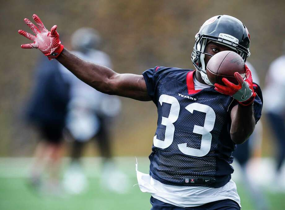 Houston Texans running back Akeem Hunt (33) reaches out to make a catch during training camp at the Greenbrier on Monday, Aug. 7, 2017, in White Sulphur Springs, W.Va. Photo: Brett Coomer, Houston Chronicle / © 2017 Houston Chronicle}