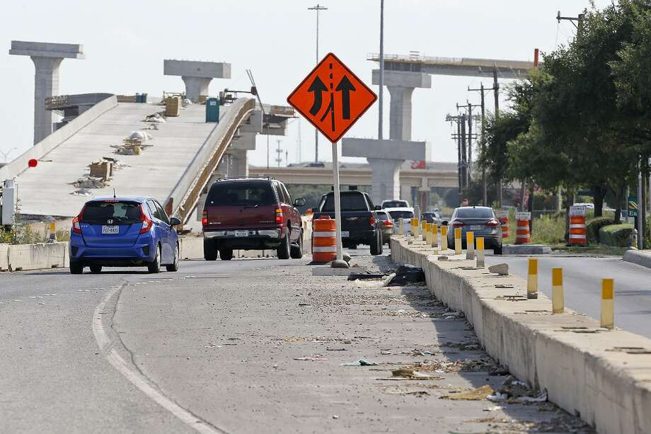 The project affecting drivers on Loop 410 approaching Texas 151 will begin Wednesday night. Photo: Edward A. Ornelas /San Antonio Express-News / © 2017 San Antonio Express-News
