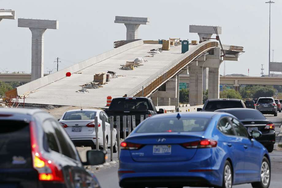 A view of the access road of southbound Loop 410 approaching Texas 151 last August. Construction of the new interchange resumes this weekend with frontage road closures. Photo: Edward A. Ornelas /San Antonio Express-News / © 2017 San Antonio Express-News
