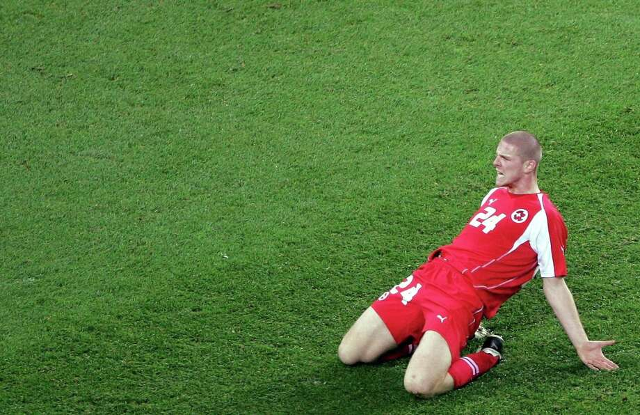 Switzerland's Philippe Senderos celebrates after scoring against Turkey during their World Cup 2006 European zone, first leg play-off qualifying soccer match at the Stade de Suisse Wankdorf stadium in Berne, Switzerland, November 12, 2005. REUTERS SCHWEIZ/Stefan Wermuth Photo: STR, REUTERS / X80002
