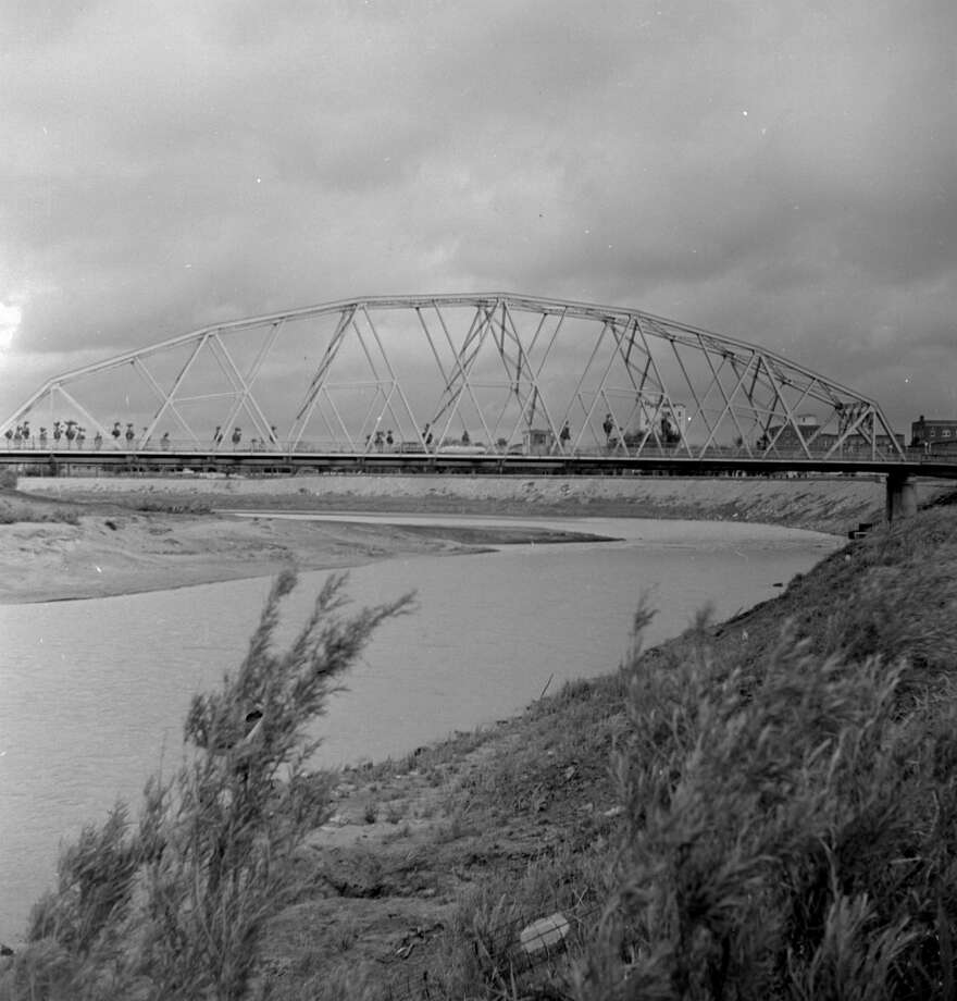 circa 1950:  The Gateway Bridge between Brownsville, Texas and Matamoros, Mexico.  (Photo by George Pickow/Three Lions/Getty Images) Photo: George Pickow/Getty Images
