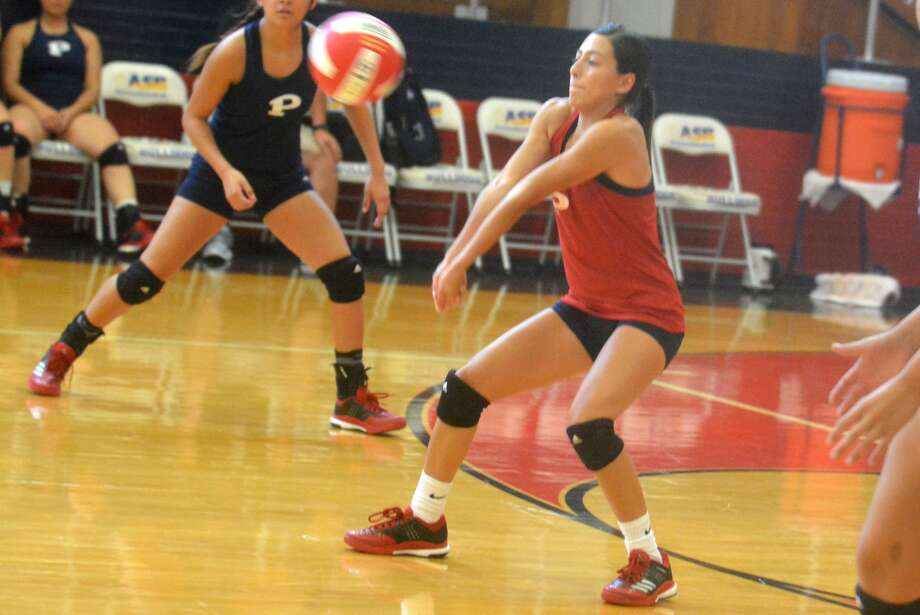 Plainview libero Julissa Chavez digs out a hit and passes the ball to her setter during a scrimmage last week. Chavez recorded 43 digs in two matches Monday as the Lady Bulldogs opened their regular season with a pair of losses at Levelland. Photo: Skip Leon/Plainview Herald