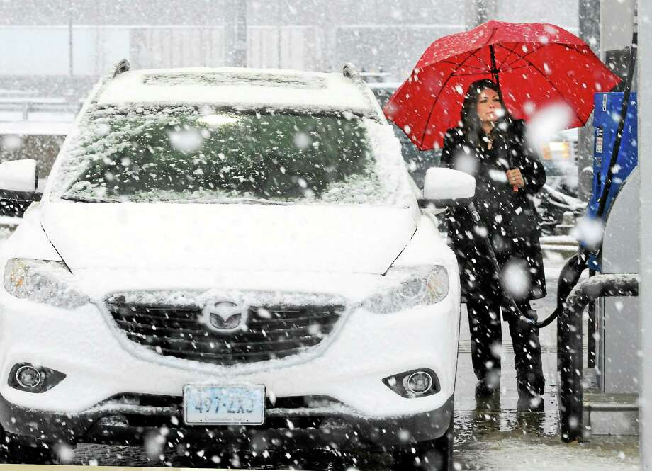 (Mara Lavitt - New Haven Register)  A band of snow crossed the greater New Haven area during rush hour on Monday. Christal Esposito of North Branford stopped at the I-95 southbound Branford rest stop for gas on the way to bringing her children to school in New Haven and thought about returning home. Photo: Journal Register Co. / Mara Lavitt